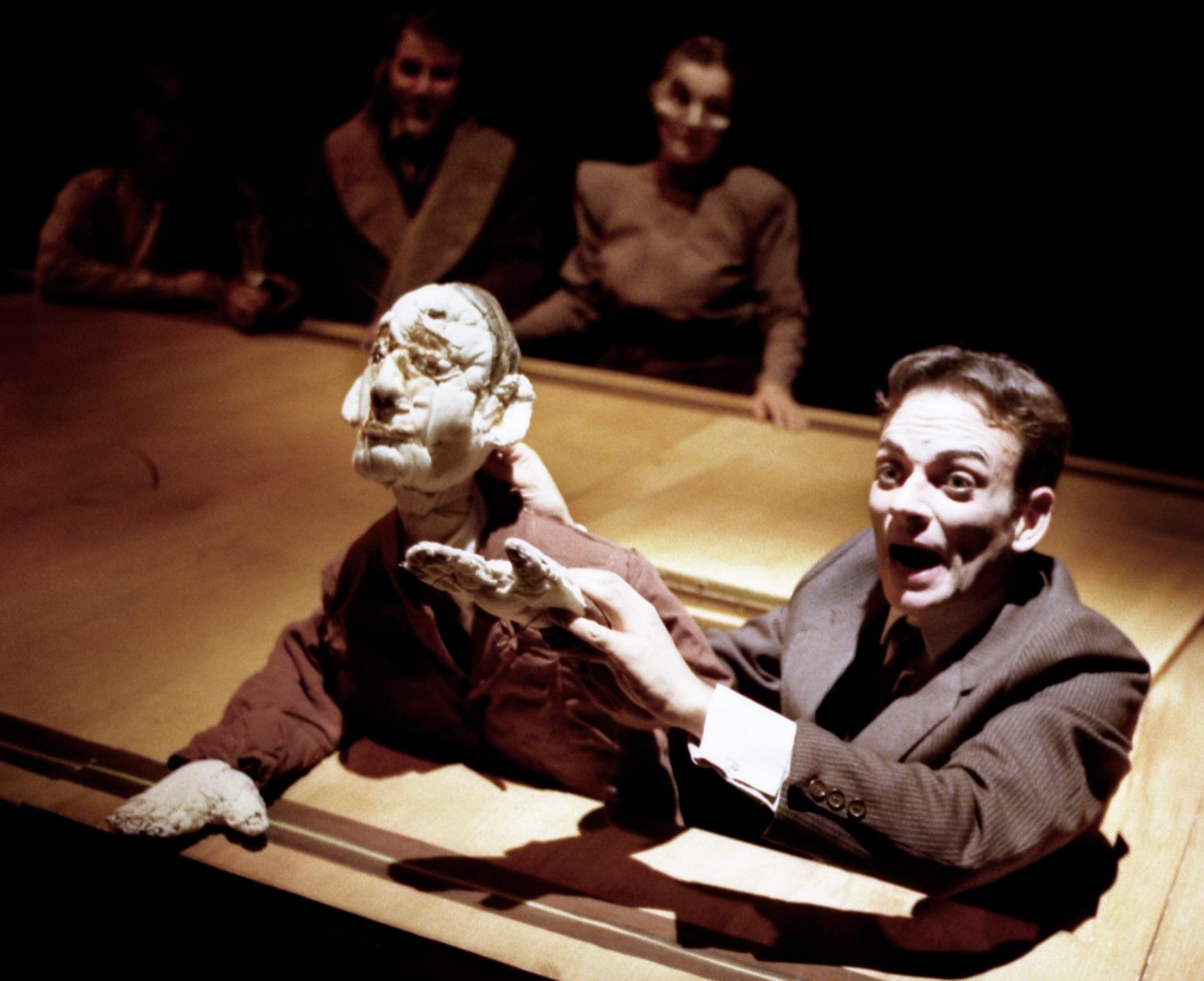 Le Bal de Kafka de Timothy Daly, mise en scène Isabelle Starkier avec Sébastien Desjours. ©Photo Jean-Pierre Benzekri